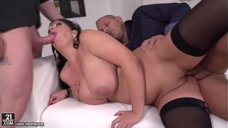 Hot Titties Babe Got Double Penetrated